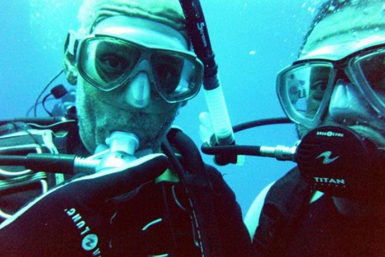 Instruktor ze swoim kolejny adeptem podwodnej przygody