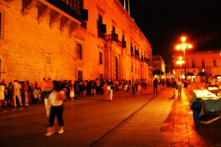 Valetta - kolejki do muzeów podczas białej nocy