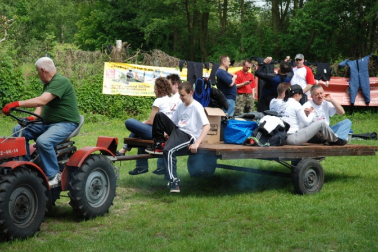 Traktorek urozmaicił transport