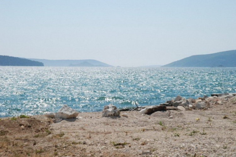 Adriatyk z kawałkiem plaży