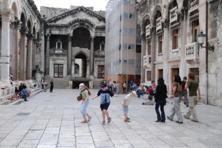 Dziedziniec perystyl z pięknymi kolumnami