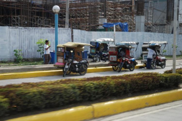 Pierwsze spojrzenia przez okno busa Cebu