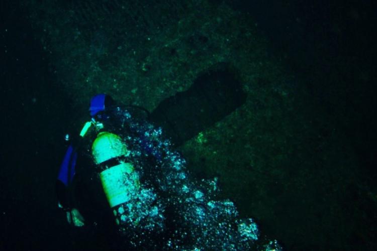 Wzdłuż łodzi podwodnej