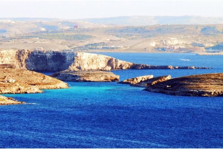 Widok na Błękitną Lagunę z Gozo