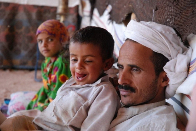 Dzieci mogą się pokazac z tatą, osada Beduinów