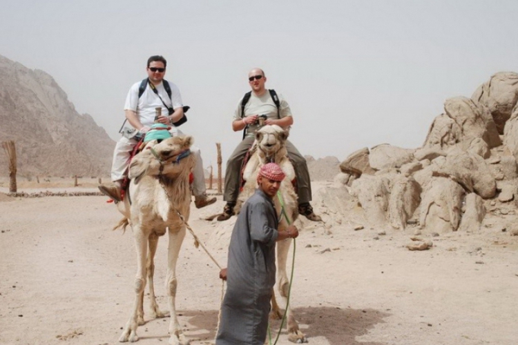Adam i ja na wielbłądach