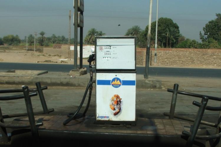 Stacja benzynowa - zdjęcie Adama