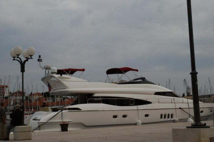 Kanał Trogirski wypełniają również ekskluzywne jachty