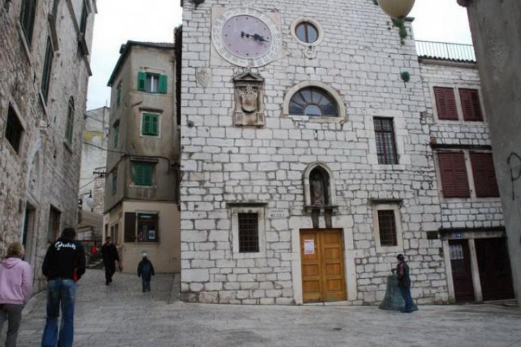 Plac i uliczka w Sibeniku