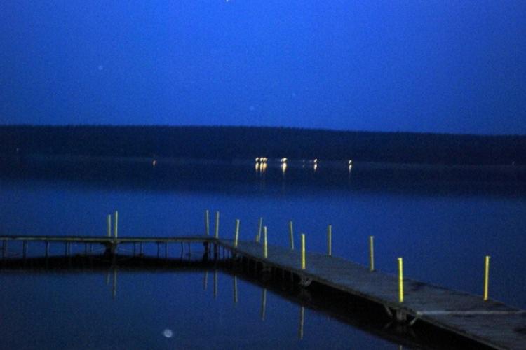 Widok w nocy z zatoki