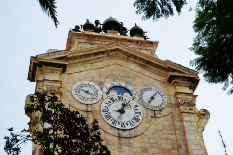 Co odmierzają te zegary?