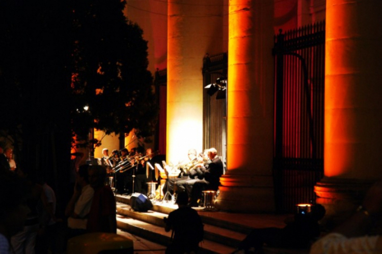 Nocny koncert na schodach