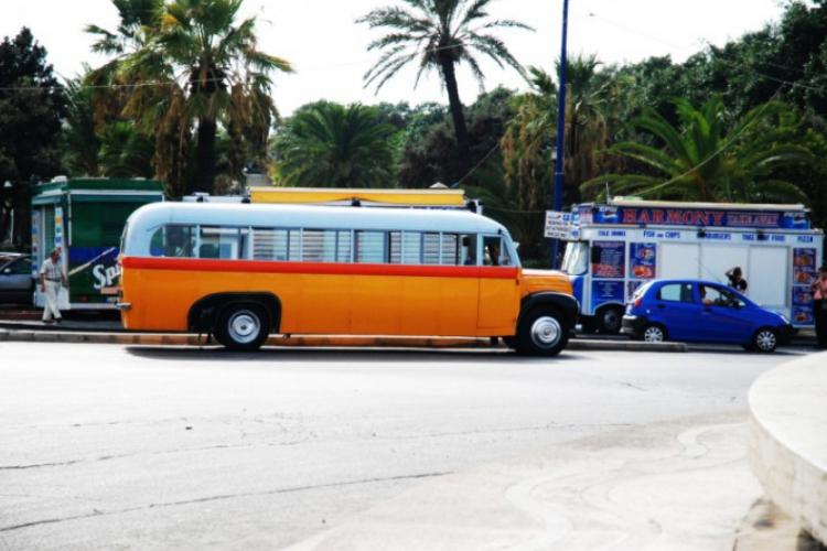 Te autobusy z lat 50-tych wciąż są tutaj na chodzie