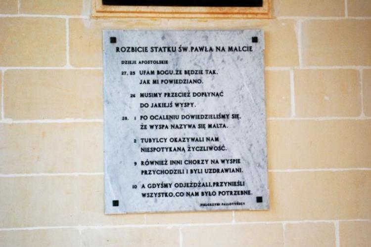 Po polsku na murze kościoła Św. Pawła
