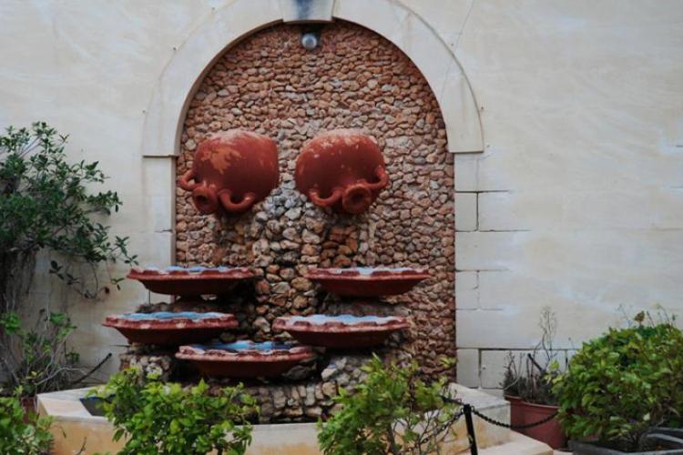 Rabat - Fontanna ze stągwi w jednej z prywatnych bram