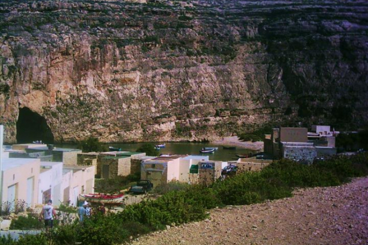 widok na jeziorko Dwejra Point