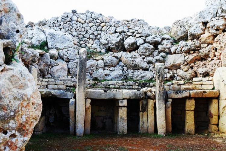 Najstarsza świątynia wzniesiona ludzką ręką - Gozo Ggantija - wewnątrz