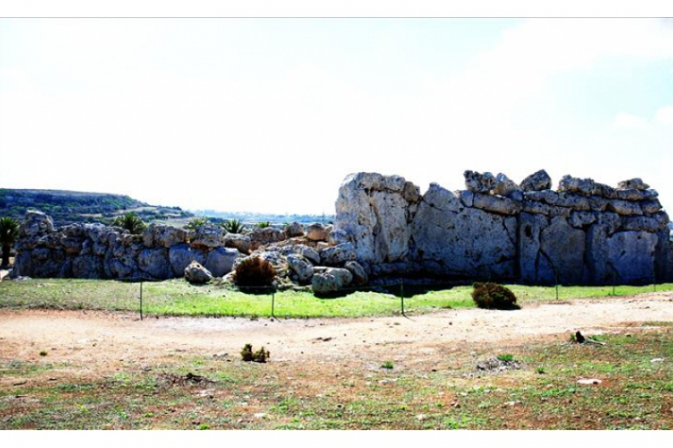 Widok na najstarszą budowlę na ziemi - Ggantija