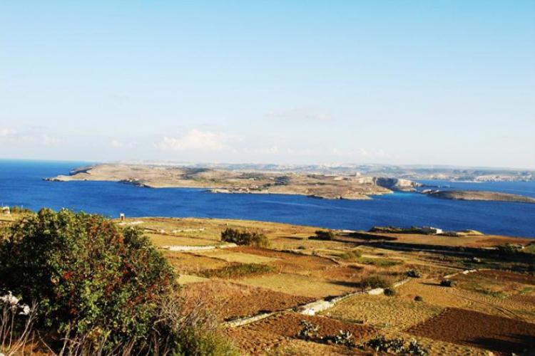 Z pola - przez morze - Comino - na Maltę