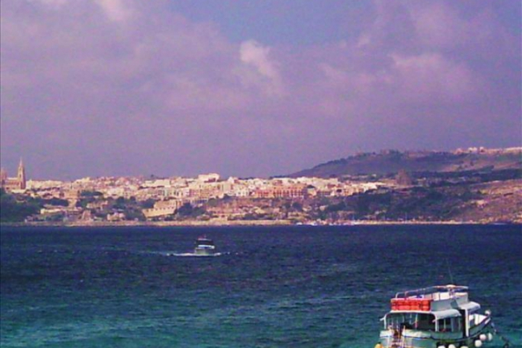 Widok z Comino na Gozo