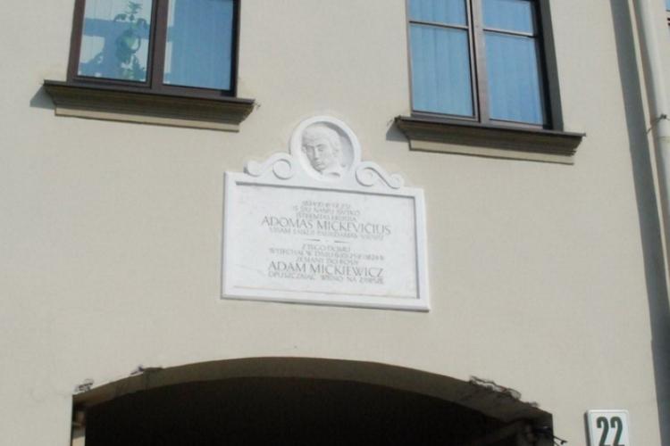 tablica - Adam Mickiewicz tu mieszkał
