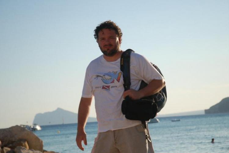 Autor po udanym snorklowaniu na plaży w Calpe