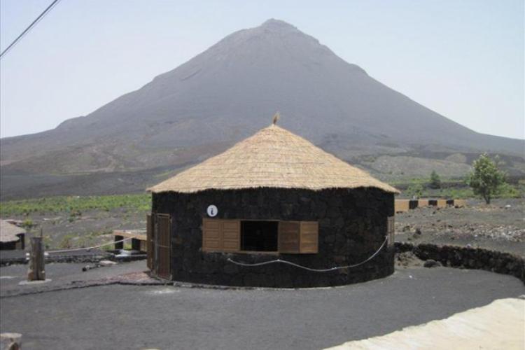 Domek pod wulkanem fot. Maciej Wilski