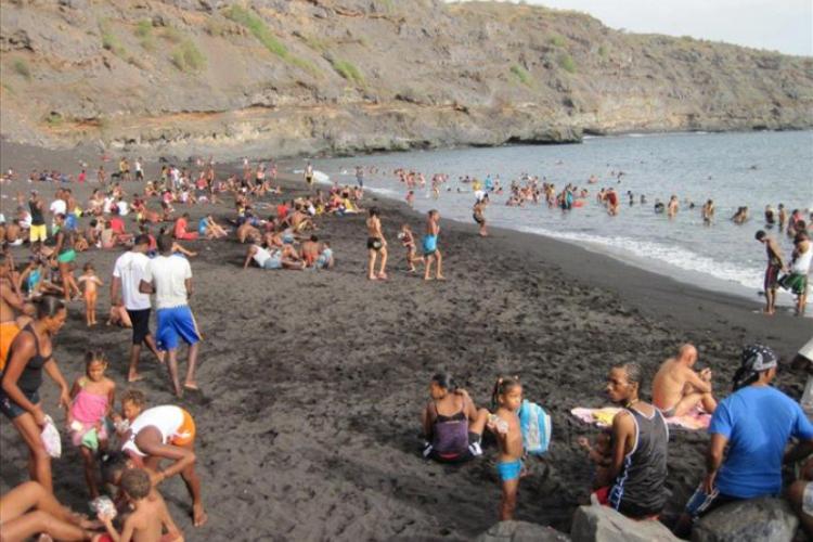 Na plaży czarny piach fot. Maciej Wilski