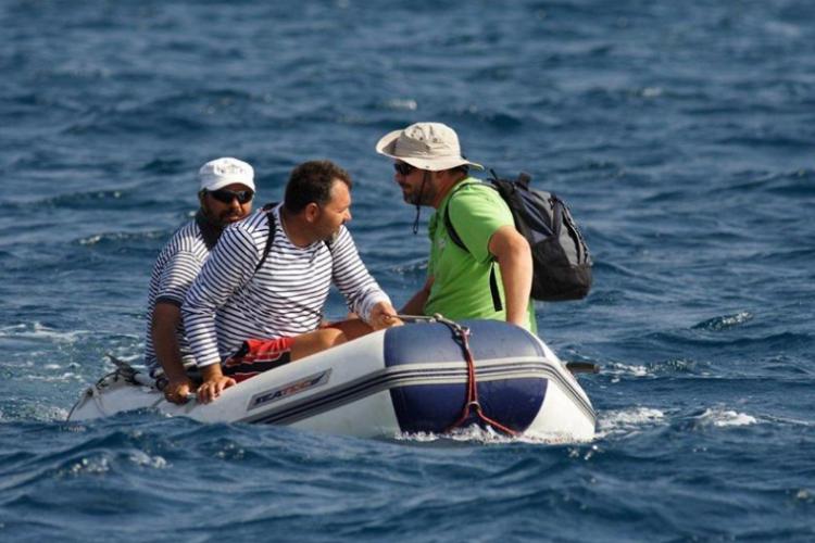 Płyniemy pomponikiem do kapitanatu Fernando fot. Wojtek Jarosz