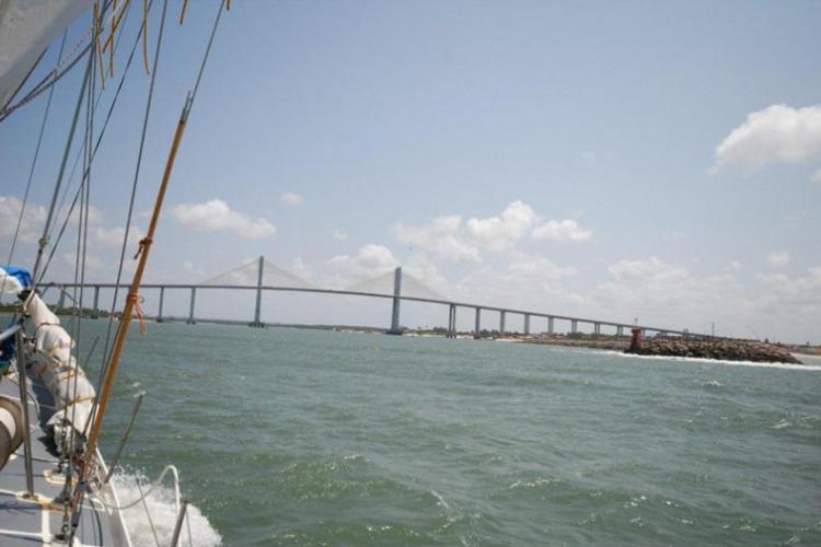 Przepłyniemy pod mostem