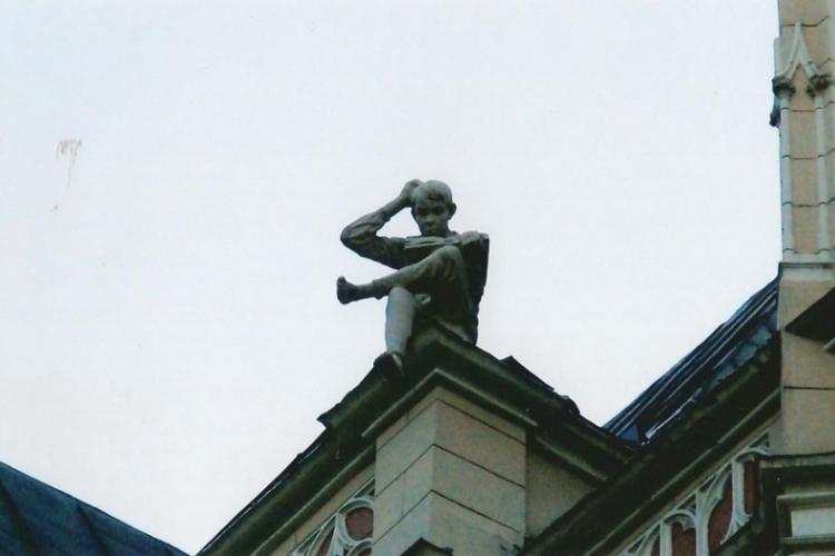 Chłopiec na dachu